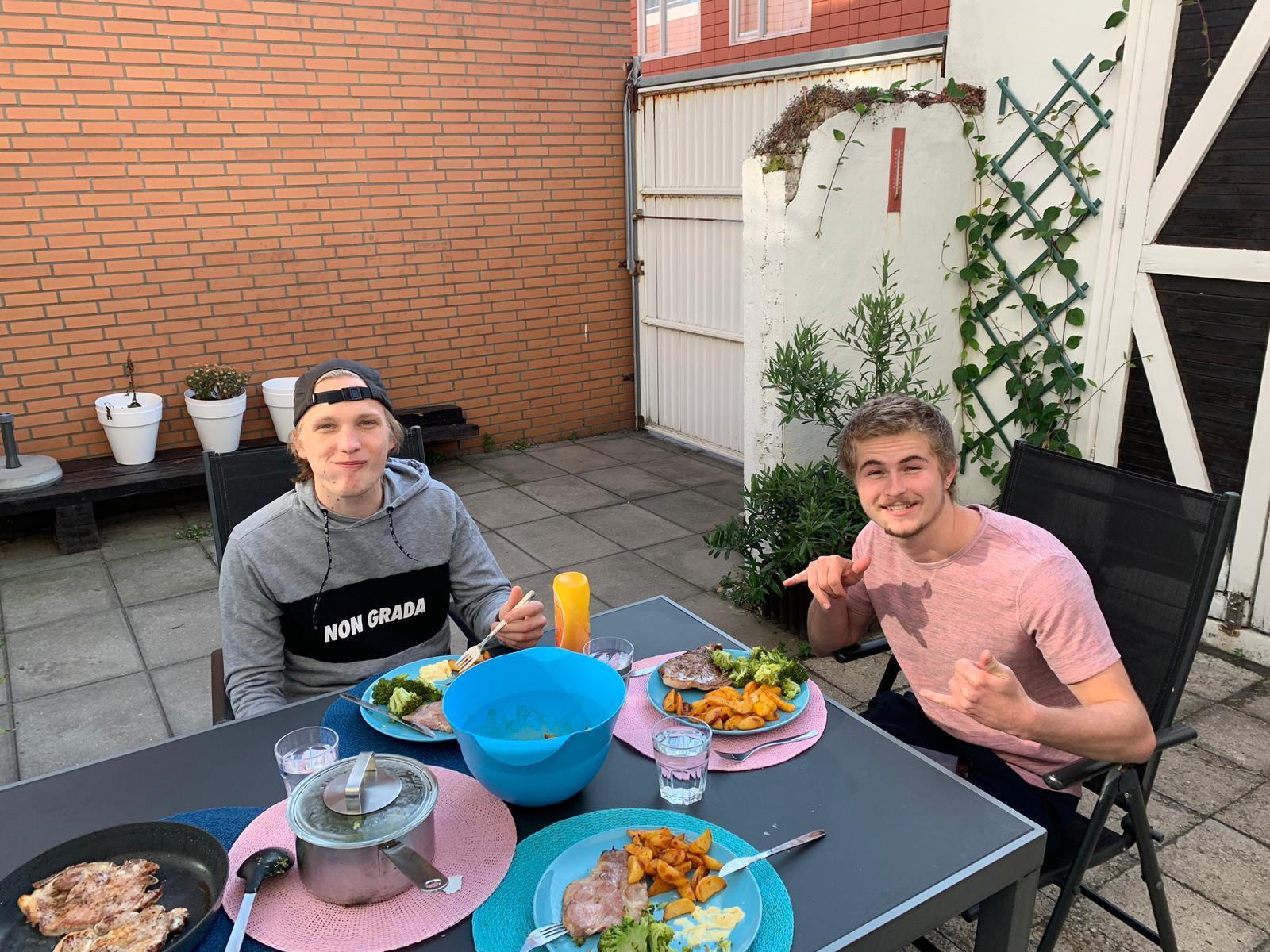 Lekker eten in eigen tuin in Scheveningen