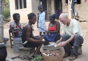 Global Dutchies blog Particia uit Ghana gezamelijk eten in Ghana